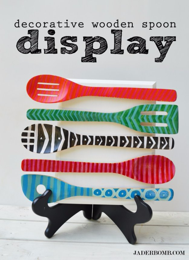 DIY Kitchen Decor Ideas - Decorative Wooden Spoon Display - Creative Furniture Projects, Accessories, Countertop Ideas, Wall Art, Storage, Utensils, Towels and Rustic Furnishings #diyideas #kitchenideass