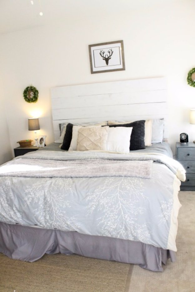 DIY Headboard Ideas - Farmhouse Wood Headboard - Easy and Cheap Do It Yourself Headboards - Upholstered, Wooden, Fabric Tufted, Rustic Pallet, Projects With Lights, Storage and More Step by Step Tutorials #diy #bedroom #furniture