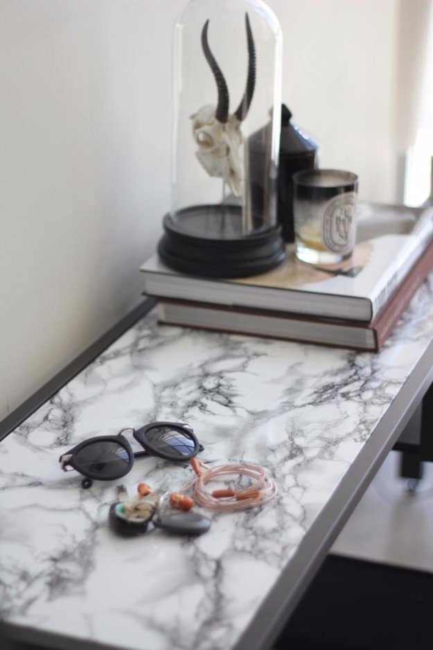 DIY Renters Decor Ideas - Faux Marble Table DIY - Cool DIY Projects for Those Renting Aparments, Condos or Dorm Rooms - Easy Temporary Wall Art, Contact Paper, Washi Tape and Shelves to Make at Home  #diyhomedecor #diyideas