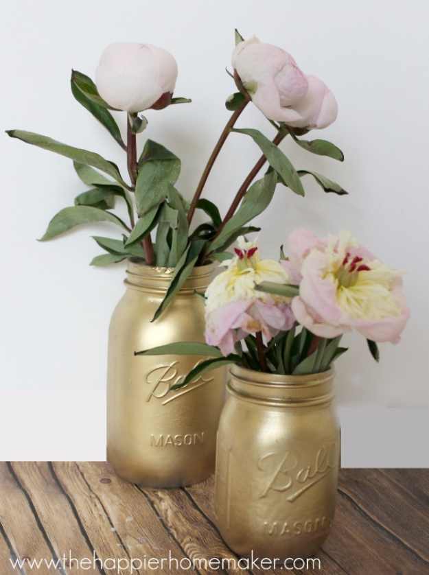 DIY Mason Jar Vases - Gilded Gold Mason Jar Vase - Best Vase Projects and Ideas for Mason Jars - Painted, Wedding, Hanging Flowers, Centerpiece, Rustic Burlap, Ribbon and Twine