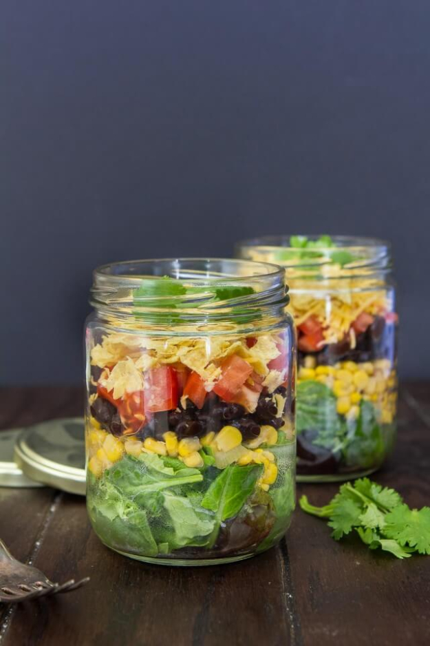 Best Recipes in A Jar - Mexican Salad In A Jar - DIY Mason Jar Gifts, Cookie Recipes and Desserts, Canning Ideas, Overnight Oatmeal, How To Make Mason Jar Salad, Healthy Recipes and Printable Labels