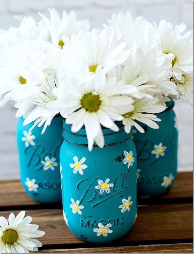DIY Mason Jar Vases - Painted Mason Jar With Daisies - Best Vase Projects and Ideas for Mason Jars - Painted, Wedding, Hanging Flowers, Centerpiece, Rustic Burlap, Ribbon and Twine http://diyjoy.com/diy-mason-jar-vases