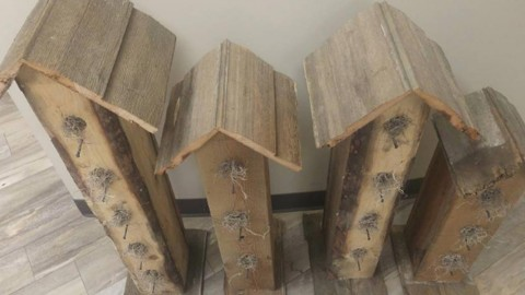 Adorable Rustic Pallet Bird Houses!   DIY Joy Projects and Crafts Ideas