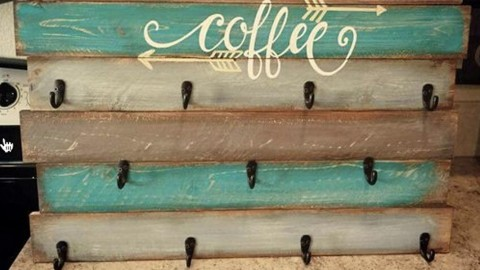 DIY Pallet Coffee Cup Holder | DIY Joy Projects and Crafts Ideas