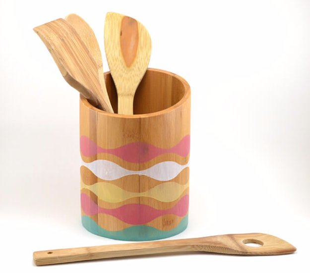 DIY Kitchen Decor Ideas - Stained Bamboo Holder - Creative Furniture Projects, Accessories, Countertop Ideas, Wall Art, Storage, Utensils, Towels and Rustic Furnishings http://diyjoy.com/diy-kitchen-decor-ideas