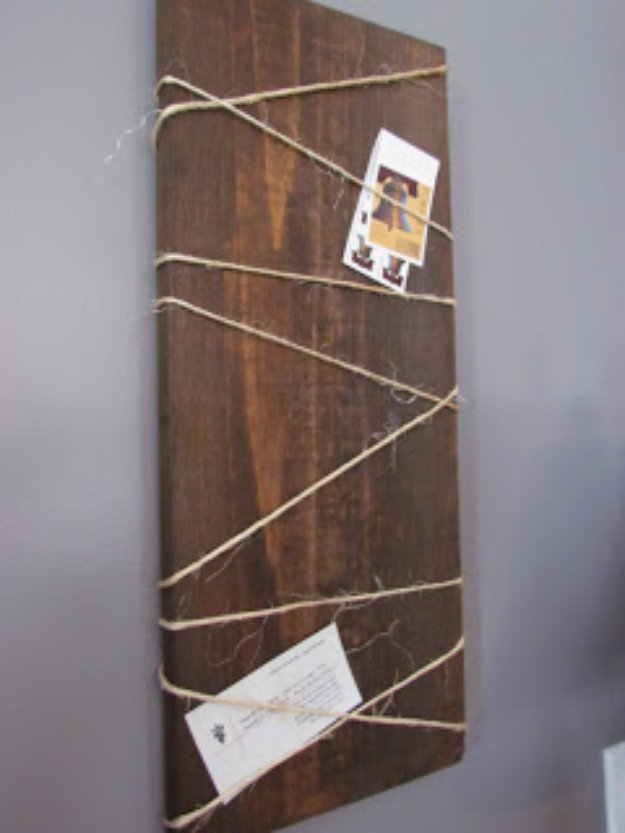 DIY Renters Decor Ideas - Wood Hanging Noteboard - Cool DIY Projects for Those Renting Aparments, Condos or Dorm Rooms - Easy Temporary Wall Art, Contact Paper, Washi Tape and Shelves to Make at Home  #diyhomedecor #diyideas