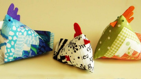 DIY Chicken Pin Cushion Made With Quilt Fabric | DIY Joy Projects and Crafts Ideas