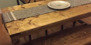 Make Your Very Own Quaint Farmhouse Table!
