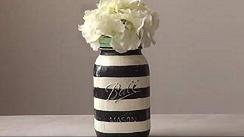 Easy Striped Mason Jar Tutorial is The Bomb! | DIY Joy Projects and Crafts Ideas