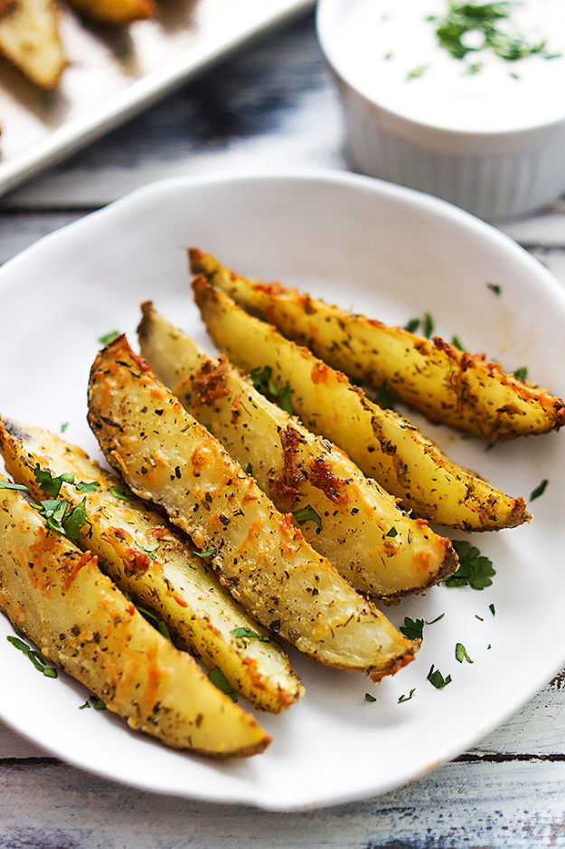 Recipes for Last Minute Party Foods - Baked Garlic Parmesan Potato Wedges - Easy Appetizers, Simple Snacks, Ideas for 4th of July Parties, Cookouts and BBQ With Friends. Quick and Cheap Food Ideas for a Crowd#appetizers #recipes #party