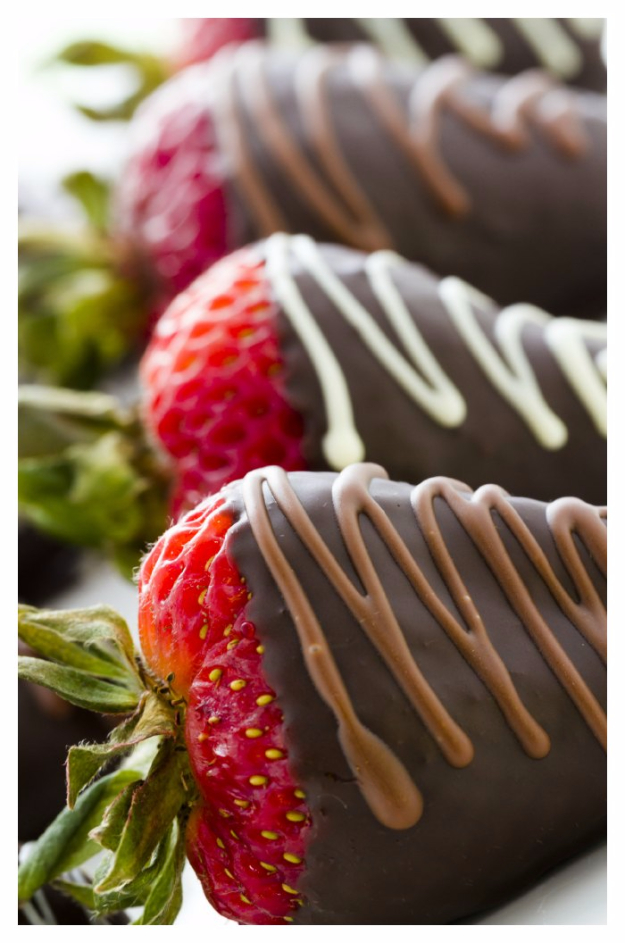 Last Minute Dessert Recipes and Ideas - Chocolate Covered Strawberries - Healthy and Easy Ideas for No Bake Recipe Foods, Chocolate, Peanut Butter. Best Simple Ideas for Summer, For A Crowd and for Parties