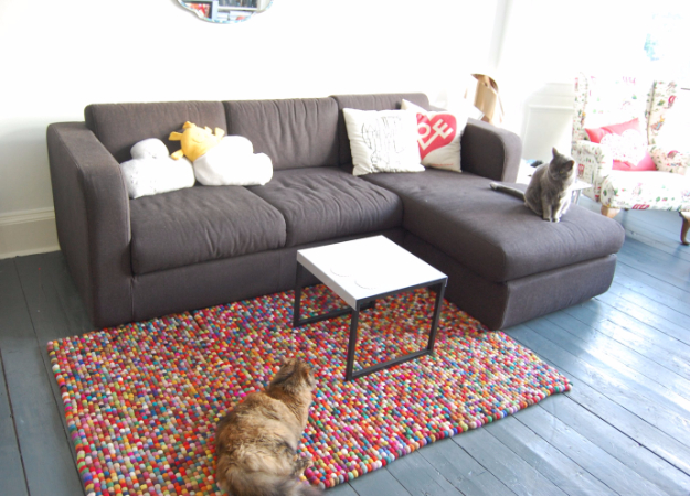 Easy DIY Rugs and Handmade Rug Making Project Ideas - Crafty Felt Rug - Simple Home Decor for Your Floors, Fabric, Area, Painting Ideas, Rag Rugs, No Sew, Dropcloth and Braided Rug Tutorials