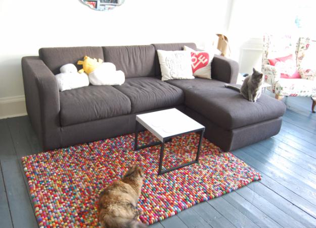 Easy DIY Rugs and Handmade Rug Making Project Ideas - Crafty Felt Rug - Simple Home Decor for Your Floors, Fabric, Area, Painting Ideas, Rag Rugs, No Sew, Dropcloth and Braided Rug Tutorials http://diyjoy.com/diy-rugs-ideas