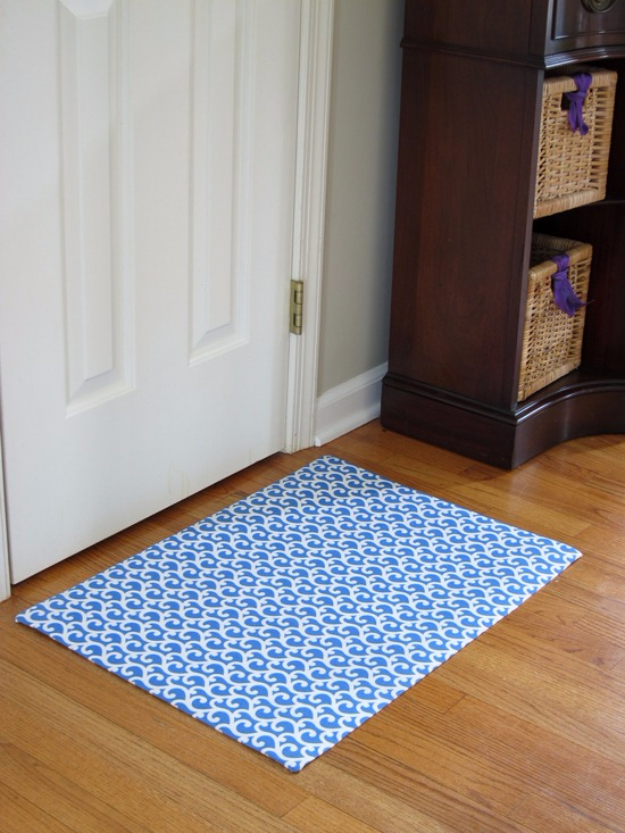 Easy DIY Rugs and Handmade Rug Making Project Ideas - Custom Rug Out Of Fabric - Simple Home Decor for Your Floors, Fabric, Area, Painting Ideas, Rag Rugs, No Sew, Dropcloth and Braided Rug Tutorials