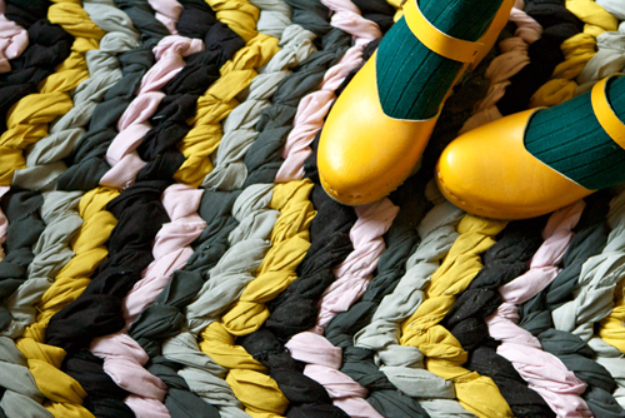 Easy DIY Rugs and Handmade Rug Making Project Ideas - DIY Friendship Bracelet Chevron Rug - Simple Home Decor for Your Floors, Fabric, Area, Painting Ideas, Rag Rugs, No Sew, Dropcloth and Braided Rug Tutorials