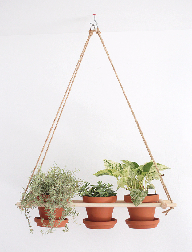 Creative DIY Planters - DIY Hanging Planter - Best Do It Yourself Planters and Crafts You Can Make For Your Plants - Indoor and Outdoor Gardening Ideas - Cool Modern and Rustic Home and Room Decor for Planting With Step by Step Tutorials #gardening #diyplanters #diyhomedecor