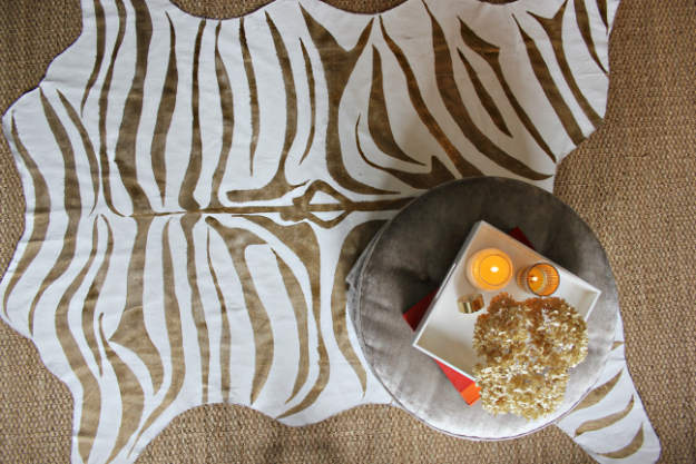 Easy DIY Rugs and Handmade Rug Making Project Ideas - DIY Metallic Gold Zebra Print Rug - Simple Home Decor for Your Floors, Fabric, Area, Painting Ideas, Rag Rugs, No Sew, Dropcloth and Braided Rug Tutorials