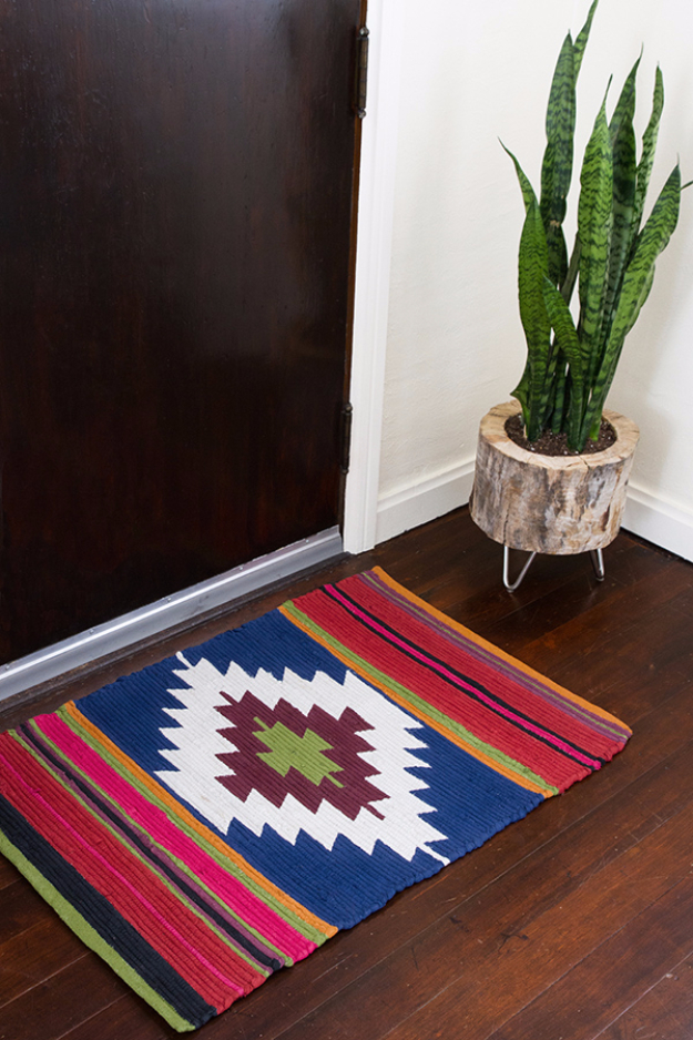 Easy DIY Rugs and Handmade Rug Making Project Ideas - DIY Painted Rug Kilim Style - Simple Home Decor for Your Floors, Fabric, Area, Painting Ideas, Rag Rugs, No Sew, Dropcloth and Braided Rug Tutorials