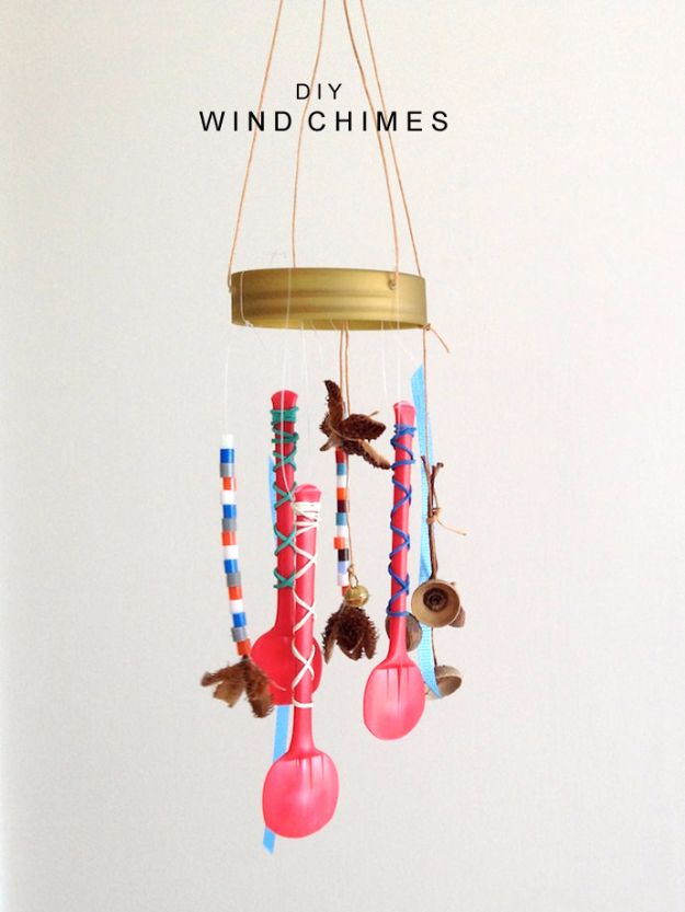 DIY Wind Chimes - DIY Plastic Spoons Wind Chime - Easy, Creative and Cool Windchimes Made from Wooden Beads, Pipes, Rustic Boho and Repurposed Items, Silverware, Seashells and More. Step by Step Tutorials and Instructions http://diyjoy.com/diy-wind-chimes