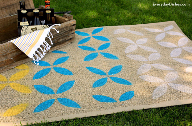 Easy DIY Rugs and Handmade Rug Making Project Ideas - DIY Stenciled Outdoor Rug - Simple Home Decor for Your Floors, Fabric, Area, Painting Ideas, Rag Rugs, No Sew, Dropcloth and Braided Rug Tutorials