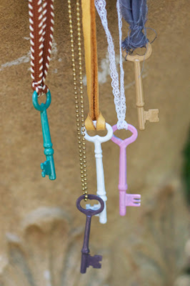 DIY Wind Chimes - Enameled Vintage Keys DIY - Easy, Creative and Cool Windchimes Made from Wooden Beads, Pipes, Rustic Boho and Repurposed Items, Silverware, Seashells and More. Step by Step Tutorials and Instructions #windchimes #diygifts #diyideas #crafts