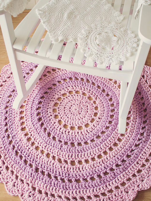 Easy DIY Rugs and Handmade Rug Making Project Ideas - Gorgeous Mandala Floor Rug - Simple Home Decor for Your Floors, Fabric, Area, Painting Ideas, Rag Rugs, No Sew, Dropcloth and Braided Rug Tutorials