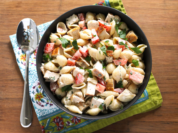 Last Minute Party Foods - Grilled Chicken Ranch Pasta Salad - Easy Appetizers, Simple Snacks, Ideas for 4th of July Parties, Cookouts and BBQ With Friends. Quick and Cheap Food Ideas for a Crowd#appetizers #recipes #party