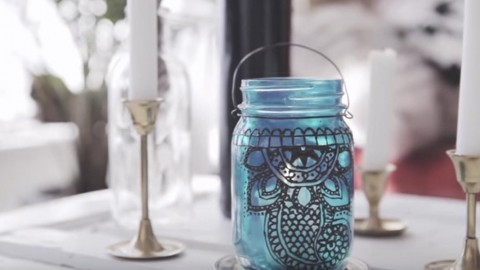Beautiful Henna Mason Jar Lantern Adds So Much Charm To A Room or Patio! | DIY Joy Projects and Crafts Ideas