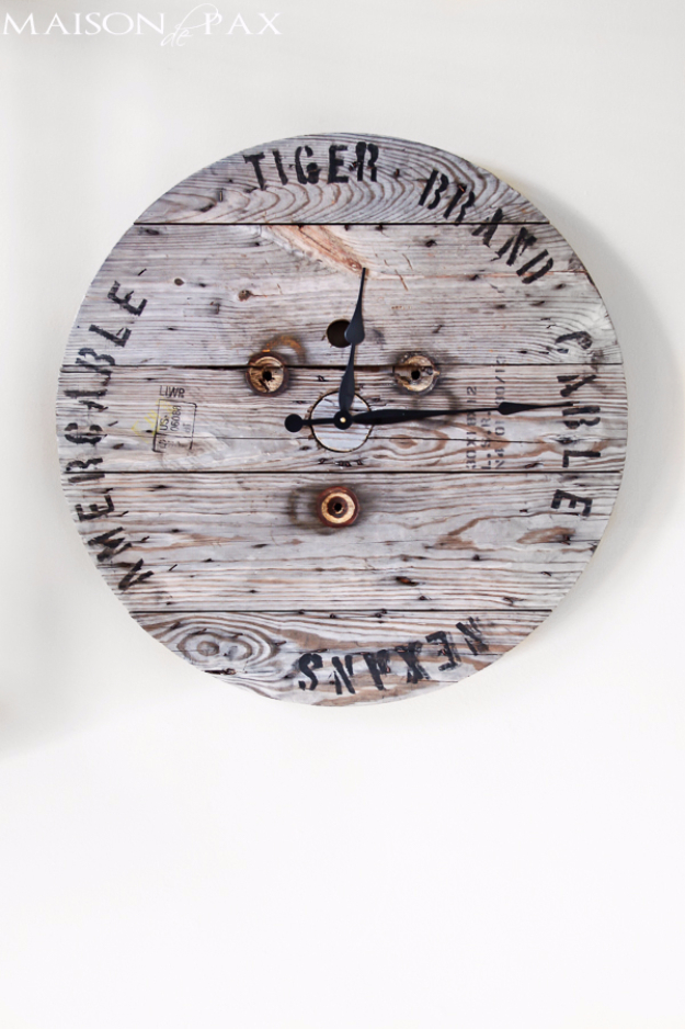 41 More DIY Farmhouse Style Decor Ideas - Industrial Spool Clock - Creative Rustic Ideas for Cool Furniture, Paint Colors, Farm House Decoration for Living Room, Kitchen and Bedroom http://diyjoy.com/diy-farmhouse-decor-projects