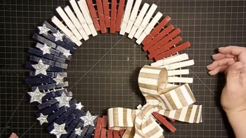 How Utterly Genius & Stunning This Patriotic Clothespin Wreath Is! | DIY Joy Projects and Crafts Ideas