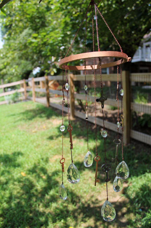 DIY Wind Chimes - Key And Crystal Wind Chimes - Easy, Creative and Cool Windchimes Made from Wooden Beads, Pipes, Rustic Boho and Repurposed Items, Silverware, Seashells and More. Step by Step Tutorials and Instructions http://diyjoy.com/diy-wind-chimes