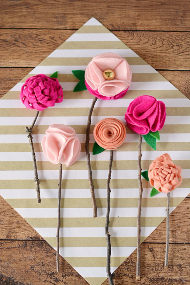 Cheap Crafts To Make and Sell - No Sew Felt Flowers With Twigs - Inexpensive Ideas for DIY Craft Projects You Can Make and Sell On Etsy, at Craft Fairs, Online and in Stores. Quick and Cheap DIY Ideas that Adults and Even Teens Can Make on A Budget #diy #crafts #craftstosell #cheapcrafts