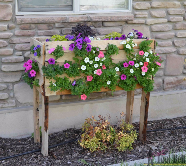 Creative DIY Planters - Pallet Planter Box For Cascading Flowers - Best Do It Yourself Planters and Crafts You Can Make For Your Plants - Indoor and Outdoor Gardening Ideas - Cool Modern and Rustic Home and Room Decor for Planting With Step by Step Tutorials #gardening #diyplanters #diyhomedecor