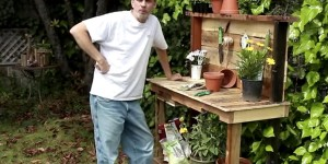 Rustic Potting Bench Using Upcycled Wood Pallets Makes Potting Plants Much Easier!