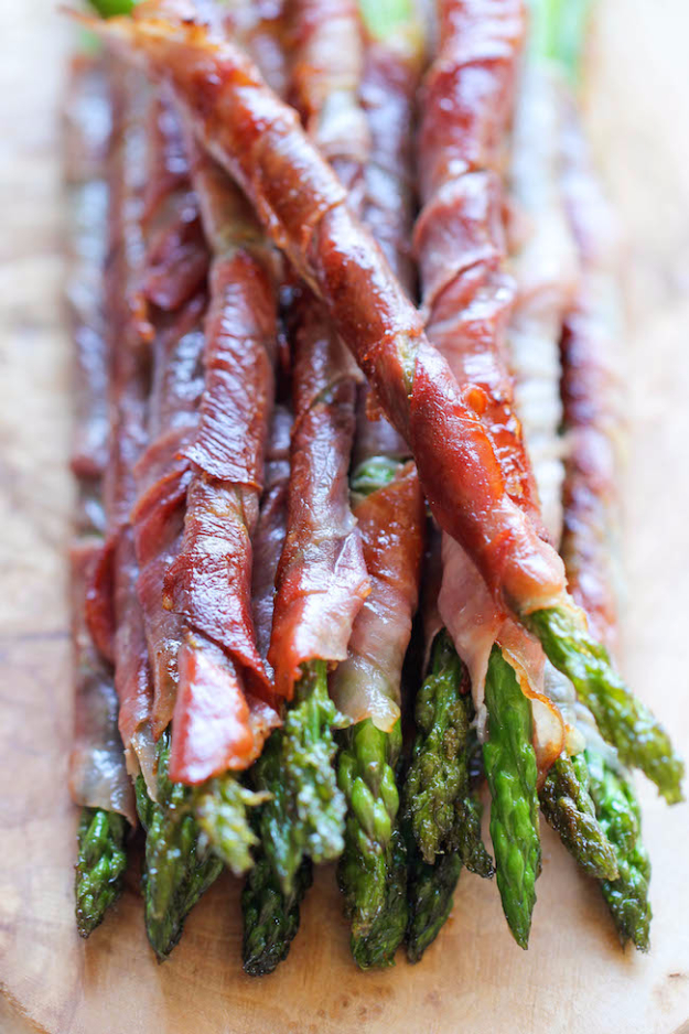 Last Minute Party Foods - Prosciutto Wrapped Asparagus - Easy Appetizers, Simple Snacks, Ideas for 4th of July Parties, Cookouts and BBQ With Friends. Quick and Cheap Food Ideas for a Crowd#appetizers #recipes #party