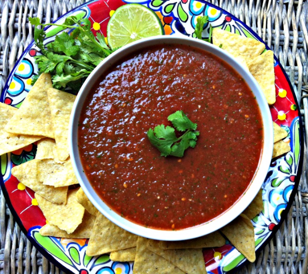 Last Minute Party Foods - Restaurant Style Salsa - Easy Appetizers, Simple Snacks, Ideas for 4th of July Parties, Cookouts and BBQ With Friends. Quick and Cheap Food Ideas for a Crowd#appetizers #recipes #party