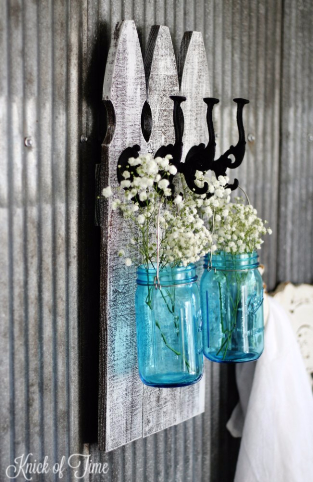 DIY Farmhouse Style Decor Ideas - Rustic Picket Fence Wall Hooks With Mason Jars - Creative Rustic Ideas for Cool Furniture, Paint Colors, Farm House Decoration for Living Room, Kitchen and Bedroom #diy #diydecor #farmhouse #countrycrafts