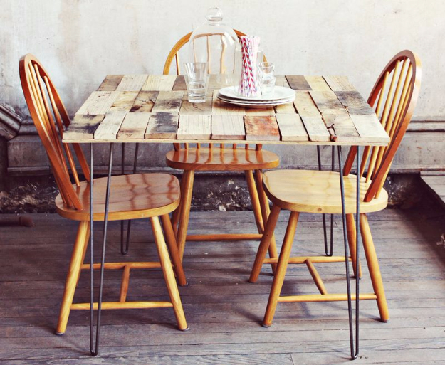 DIY Dining Room Table Projects - Wood Pallet Table DIY - Creative Do It Yourself Tables and Ideas You Can Make For Your Kitchen or Dining Area. Easy Step by Step Tutorials that Are Perfect For Those On A Budget #diyfurniture #diningroom
