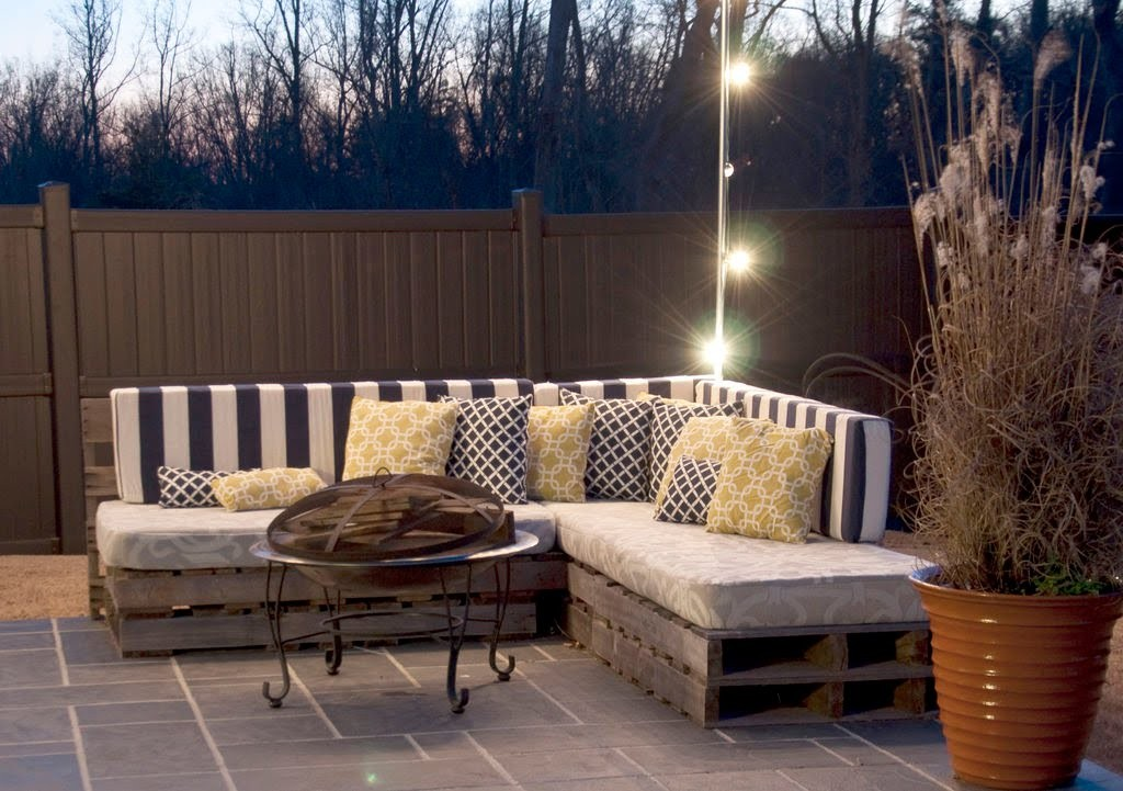Cheap DIY Sofa Idea - Easy Pallet Sofas To Build for Outdoors | Inexpensive Patio Fruniture Do It Yourself Couch for Backyard