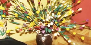Now You Can Make Your Own Exquisite Floral Arrangement With Corn Husks!