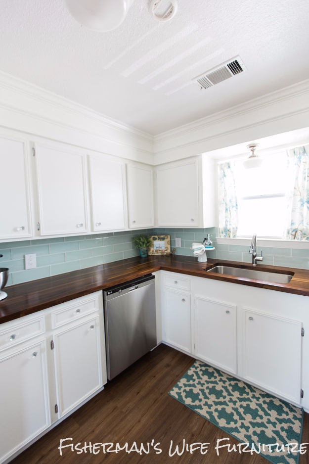 DIY Kitchen Makeover Ideas - DIY Butcher Block Countertops - Cheap Projects Projects You Can Make On A Budget - Cabinets, Counter Tops, Paint Tutorials, Islands and Faux Granite. Tutorials and Step by Step Instructions