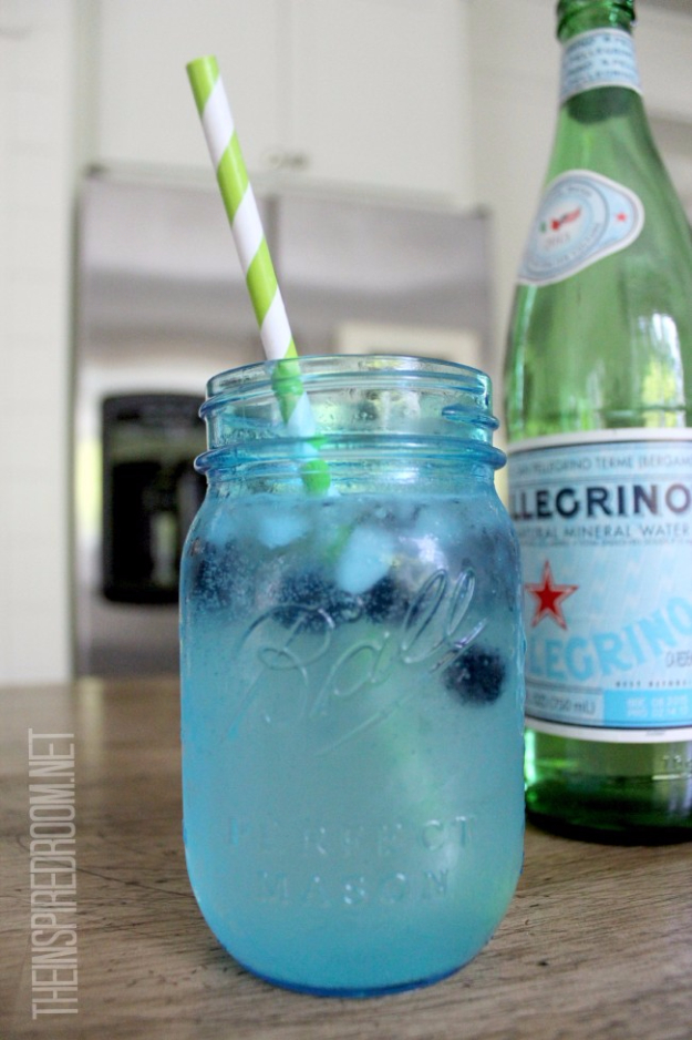 31 Clever Ways To Serve Drinks In Jars - Pellegrino And Lime With Blueberry Ice - Fun and Creative Way to Serve Soda, Tea, Cocktails and Party Drinks. Mason Jar Recipes and More Easy, Fun Ideas
