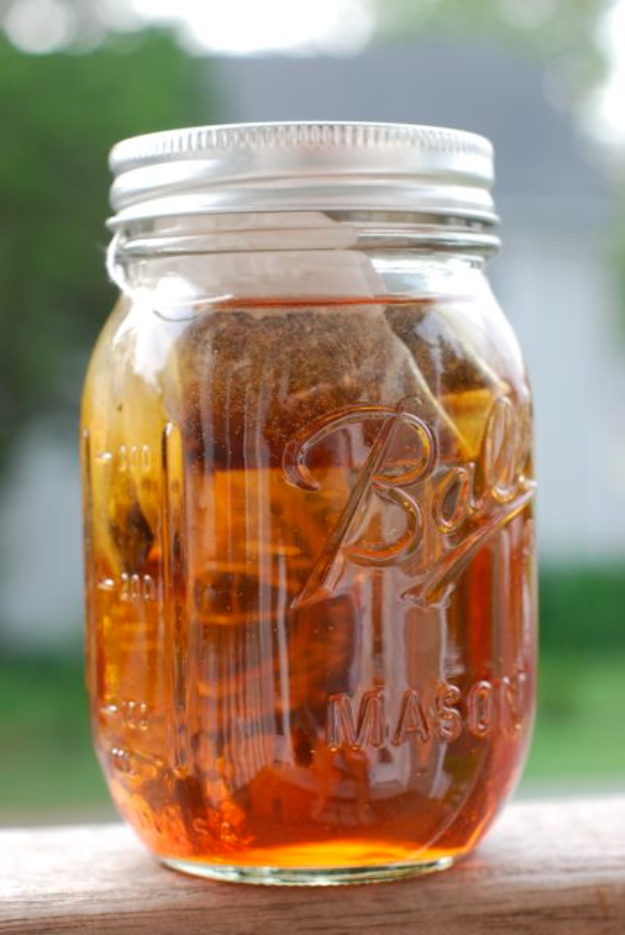 31 Clever Ways To Serve Drinks In Jars - Simple Sun Tea In A Jar - Fun and Creative Way to Serve Soda, Tea, Cocktails and Party Drinks. Mason Jar Recipes and More Easy, Fun Ideas