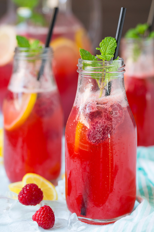 31 Clever Ways To Serve Drinks In Jars - Sparkling Raspberry Lemonade - Fun and Creative Way to Serve Soda, Tea, Cocktails and Party Drinks. Mason Jar Recipes and More Easy, Fun Ideas