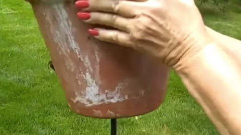 What Is She Doing by Putting This Clay Pot On a Metal Pole? | DIY Joy Projects and Crafts Ideas