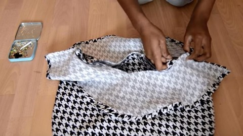 She's An Absolute Beginner At Sewing, So My Jaw Dropped When I Saw How Easily She Made This Awesome Wardrobe Addition | DIY Joy Projects and Crafts Ideas