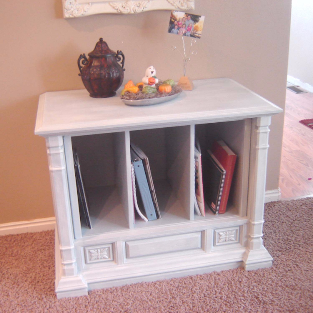 Upcycled Furniture Projects - Vintage TV Hutch - Repurposed Home Decor and Furniture You Can Make On a Budget. Easy Vintage and Rustic Looks for Bedroom, Bath, Kitchen and Living Room. #diyfurniture #upcycling #diydecor