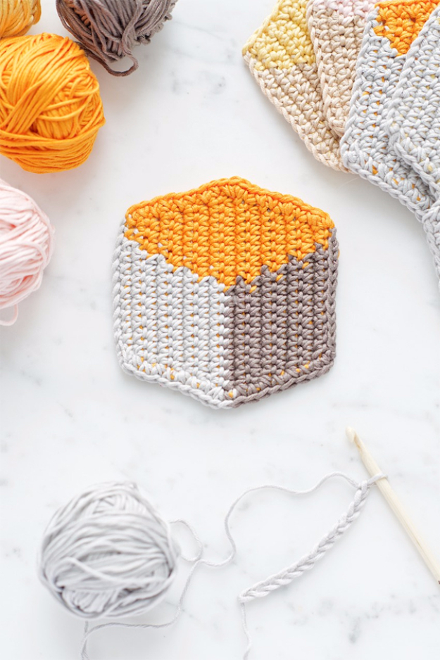 35 Easy Crochet Patterns - 3D Cube Style Crochet Coasters - Crochet Patterns For Beginners, Quick And Easy Crochet Patterns, Crochet Ideas To Try, Crochet Ideas To Make And Sell, Easy Crochet Ideas #crochet #crochetpatterns #diygifts