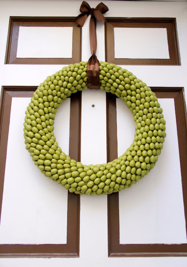 DIY Fall Wreath for Your Door - Acorn Wreath - Fall Wreaths For Front Door, Fall Wreaths Ideas To Try, Easy DIY Fall Wreaths, Brilliant Fall Wreath DIY, Porch Decor, Cool Ideas For Fall, Fall Projects