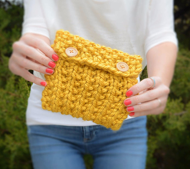 38 Easy Knitting Ideas - Anything Knit Pouch - Knitting Ideas For Beginners, Cute Kinitting Projects, Knitting Ideas And Patterns, Easy Knitting Crafts, Gifts You Can Knit#diy #knitting